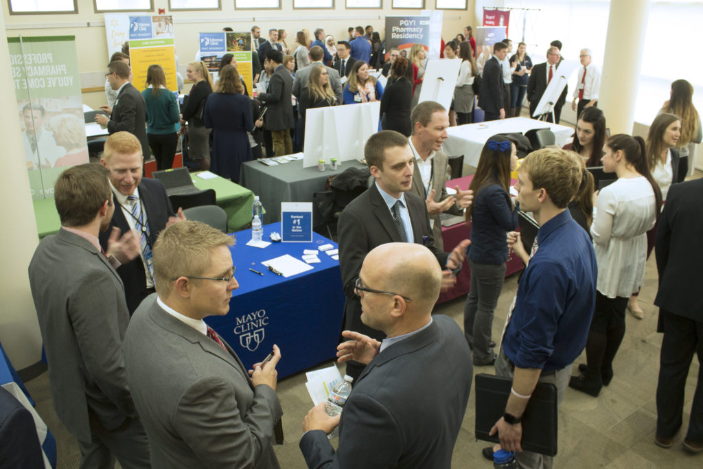 Photo Gallery: 2018 Career Fair and Roundtable Networking - School
